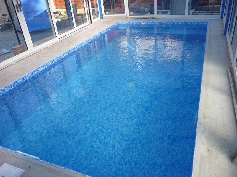 zsaluköves fóliás medence építés